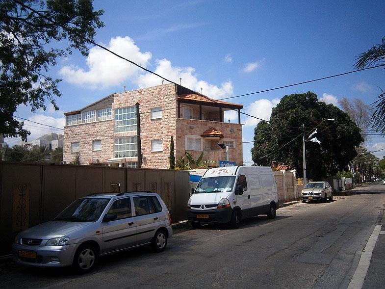 Kiryat Bialik. Gush Halav street
