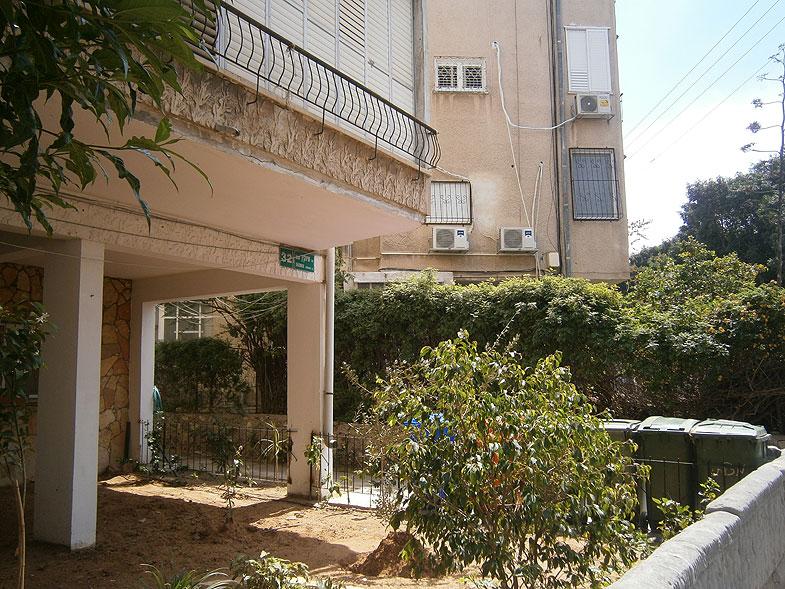 Givatayim. Sheinkin street