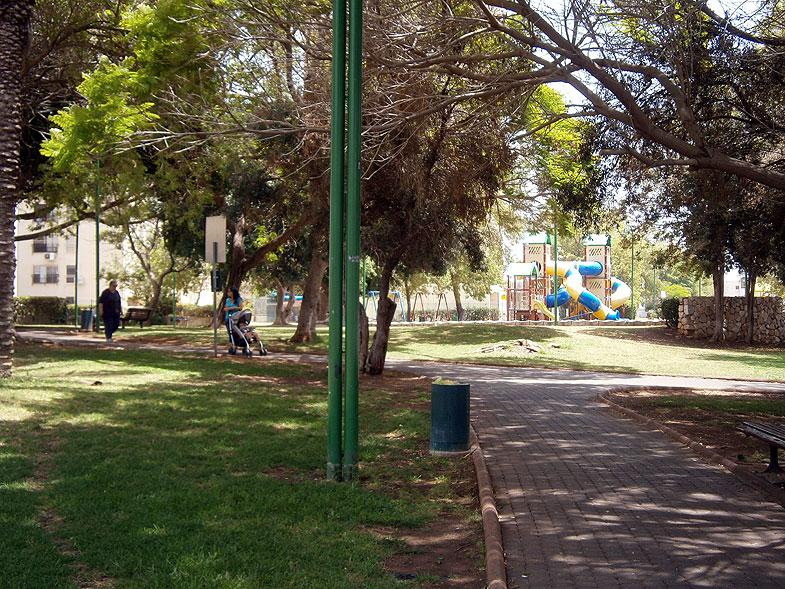 Кирьят-Моцкин. Парк на улице Дульчин