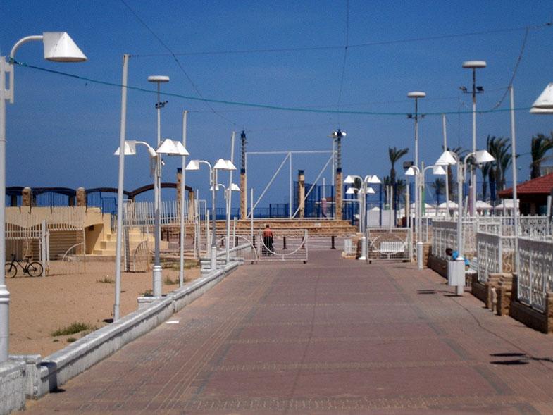 Нагария. Парк на берегу моря