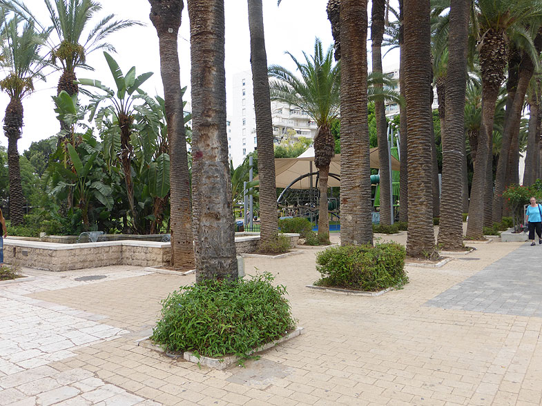 The Palm Boulevard at Rishon LeZion