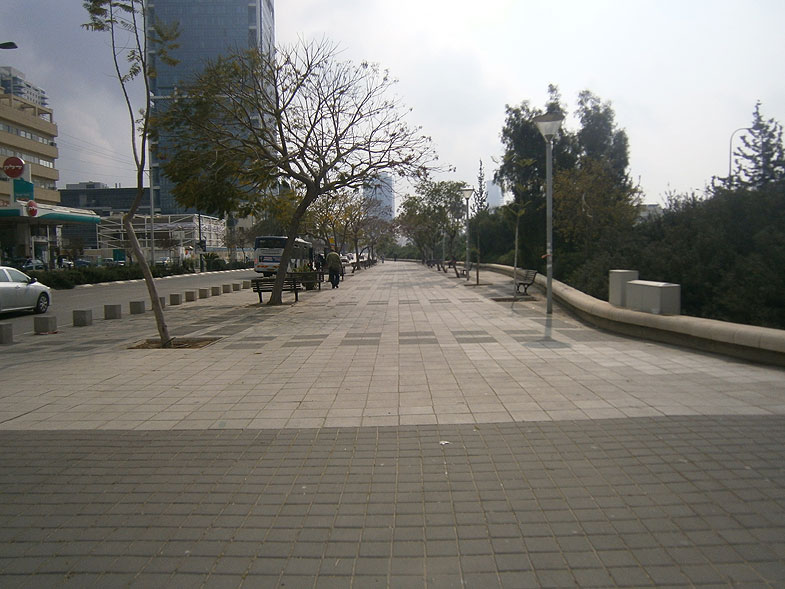 Тель Авив. Улица Игаль Алон