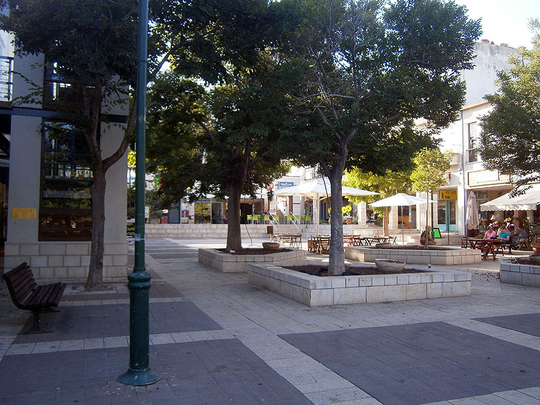 Kiryat Tivon, Кирьят-Тивон. Photo:  Netzah.org (c)